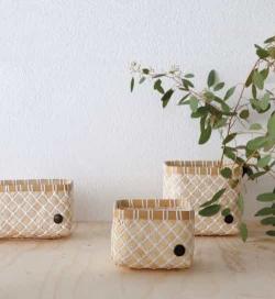 Corbeille en bambou tressé